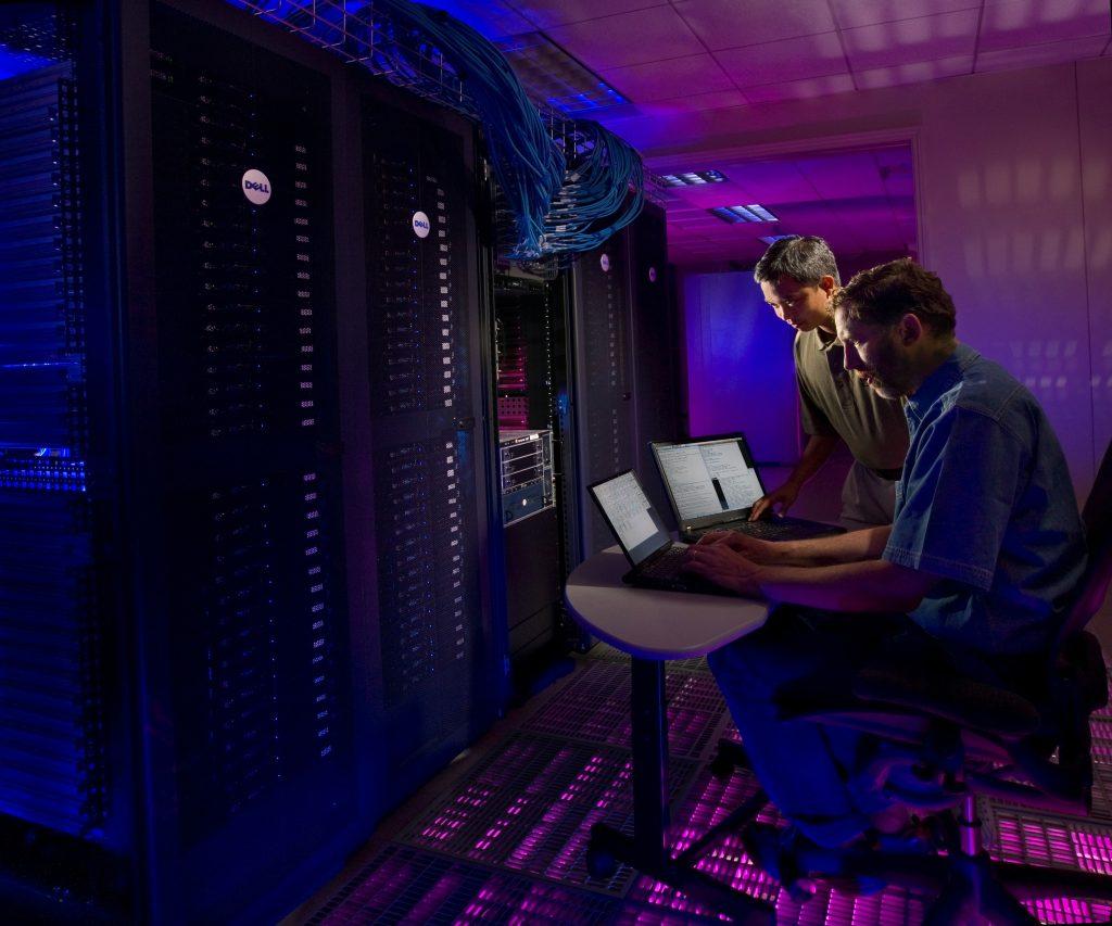 Los centros de datos han cambiado gracias a nuevas soluciones de red empresariales como la automatización de sus estructuras.